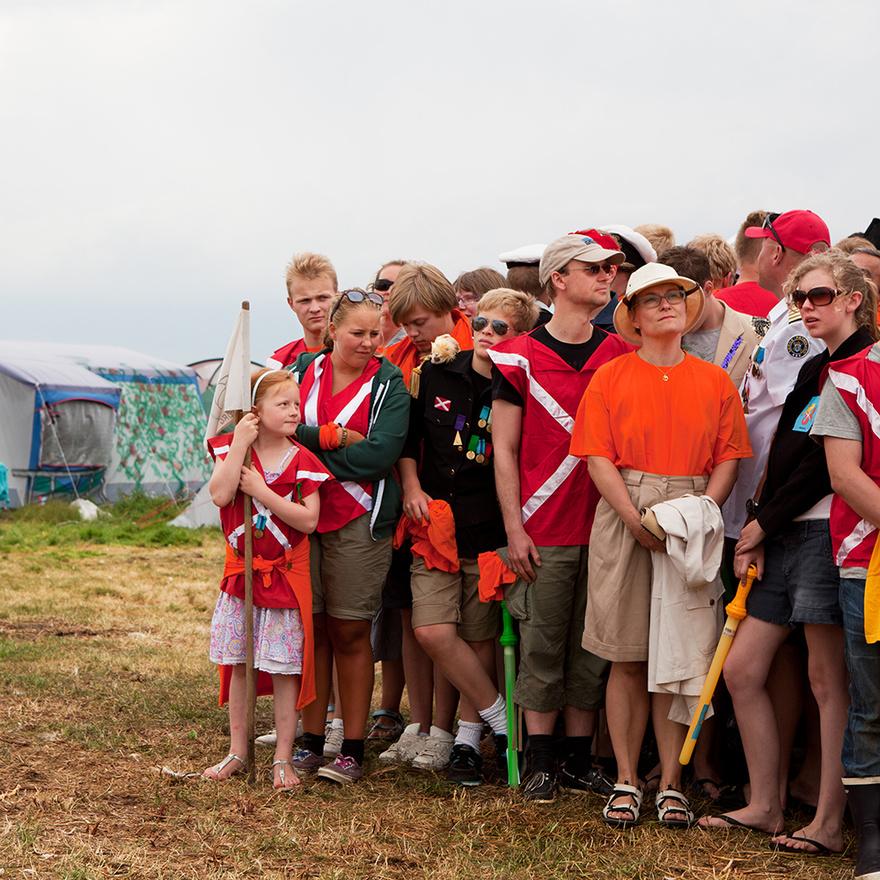 A táborban kemény szabályok vannak, tilos például behozni a szigetre szardíniakonzervet és a Robinson Crusoe-t. Aki ezeket a szabályokat megszegi, azt 11 perc 17 másodperces börtönbüntetésre ítélik, amelyet a szomszédos börtönszigeten kell letölteni. A királyság másik fontos alapelve a természet és vadmadarak védelme, ezért minden évben nyomtalanul eltüntetik az egy hétig működő valódi kis sátorvárost.