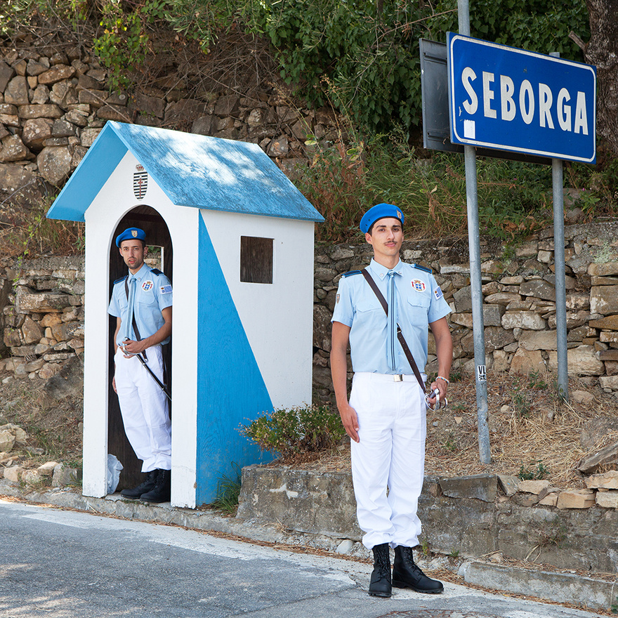 A Seborgai Hercegség is egy különleges mikroállam, legalábbis abból a szempontból, hogy évezredes történelme van. Ezt állítja legalábbis a hercegség újjáalapítója, egy helyi virágboltos, Giorgo Carbone. A liguriai kisvárosról először egy 954-es iratban esik szó, amikor a Ventimigliai Hercegség eladja a ciszterci szerzeteseknek, és arról is van dokumentum, hogy néhány év múlva a Német-római Császárság része lett, és a pápák felügyelete alá került. Arról azonban nincs semmilyen irat, hogy valaha hivatalosan Olaszország részének nyilvánították volna. Ezt használta ki Carbone, amikor 1963-ban kikiáltotta Seborga függetlenségét, és miután a városka lakói egyhangúan megválasztották Seborga hercegének, haláláig I. György néven uralkodott.