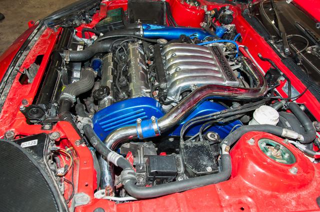 Így nézett ki a motor, amikor László műhelyében körbefotózták. Azóta mindenhol megjelent a korrózió
