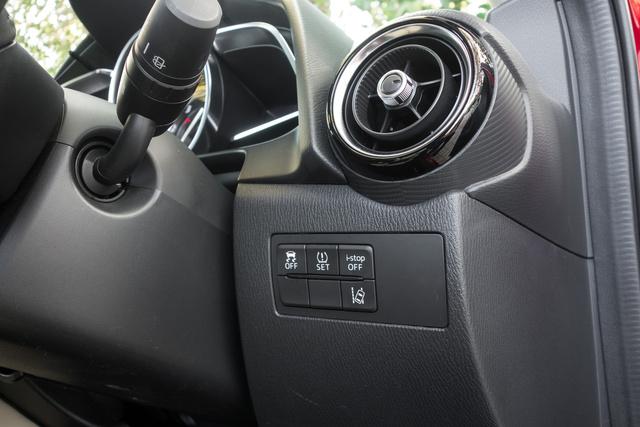 Sávelhagyás-figyelő, holttér-figyelő, parkradar - minden van, csak tolatókamera nem rendelhető