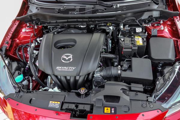 Várhatóan ez lesz a legnépszerűbb motor itthon: 90 lóerős Skyactiv benzines. Mint a selyem