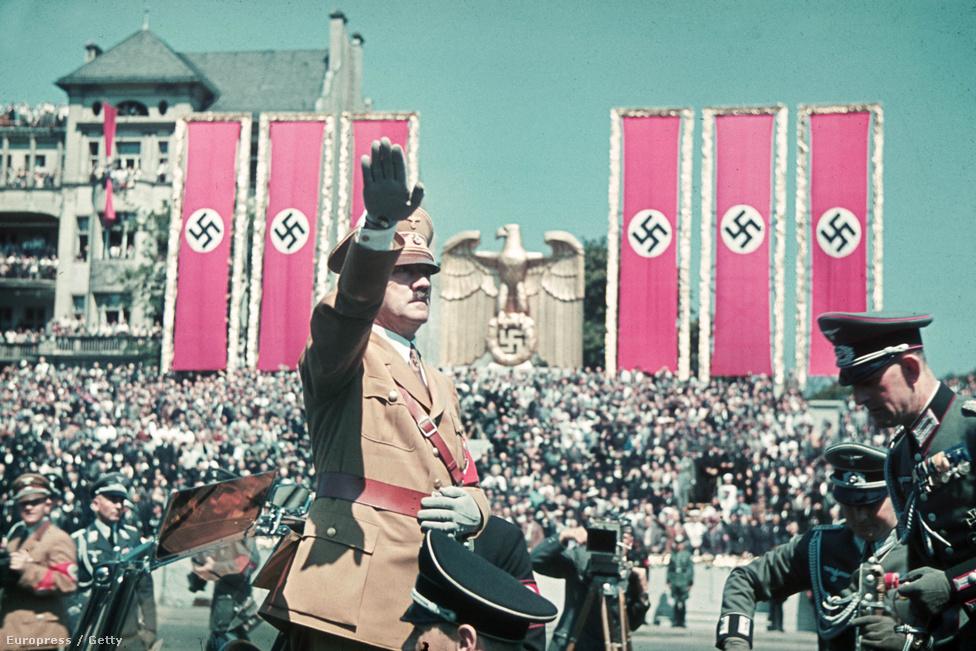 Hitler köszönti a spanyol frontról hazatért Luftwaffe katonáit