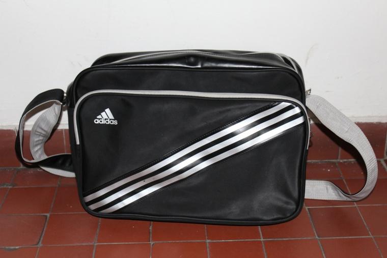 Elsőre egy tök átlagos táska...