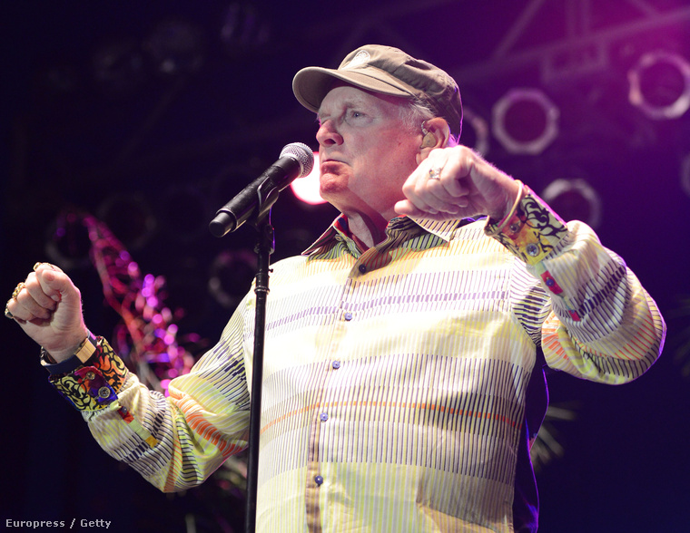 Mike Love a színpadon, 2014 augusztusában