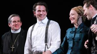 Bradley Cooper csupaszon tért vissza a Broadwayre