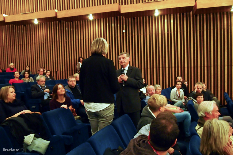 Németh Miklós és háttal Gundula Schafitel a berlini Kino Internationalban