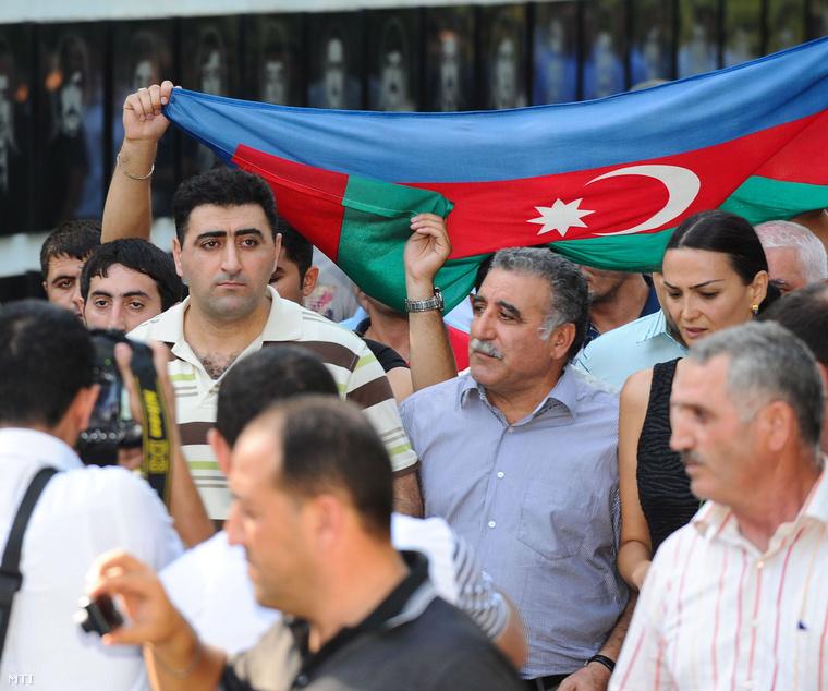 Safarov hazatértekor Bakuban