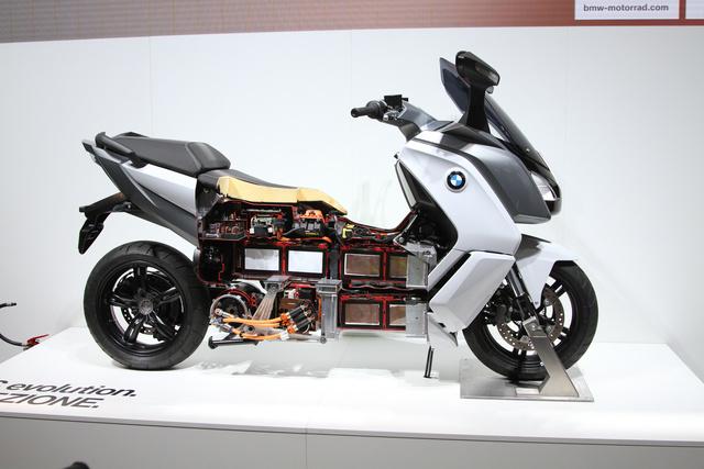 Mi van a plasztik alatt? A BMW megmutatta villanyrobogójának titkait