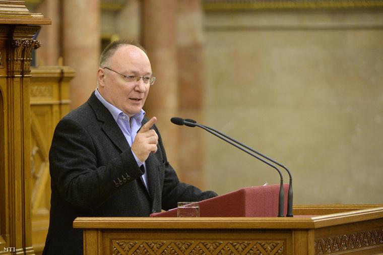 Burány Sándor az MSZP vezérszónoka felszólal a 2013-as büdzsé zárszámadásának vitájában az Országgyűlés plenáris ülésén 2014. október 14-én.