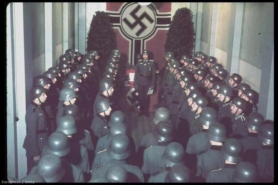Katonai díszőrség a West wall központban, 1940.