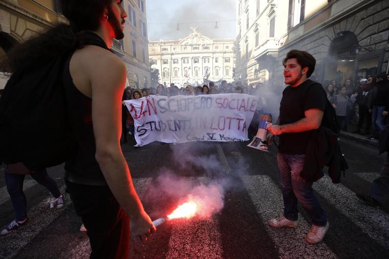 Tüntetők Rómában