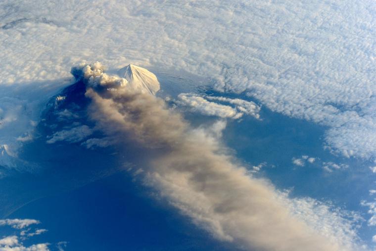 A Pavlof egy 2013-as kitörése az ISS űrállomásról fotózva