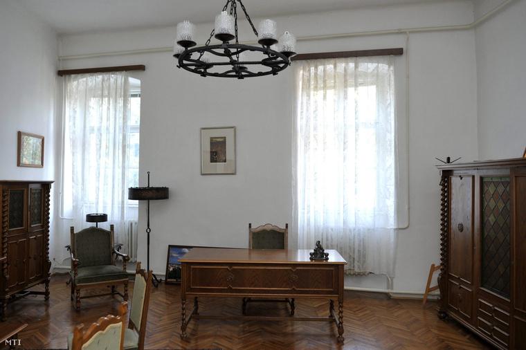 Tétényi Éva dolgozószobája