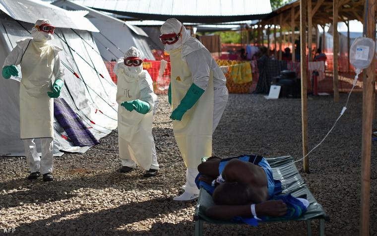 Vöröskeresztes dolgozók Sierra Leonéban