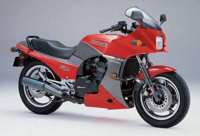 GPZ900R - innen indult a Ninja-sztori