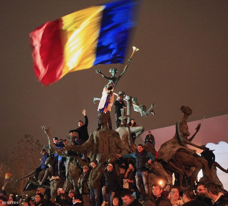 Iohannis párti szavazók ünneplik győzelmüket Bukarestben