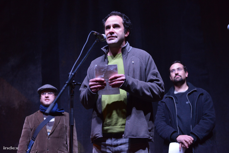 Várady Zsolt az internetadó ellen szervezett tüntetés színpadán