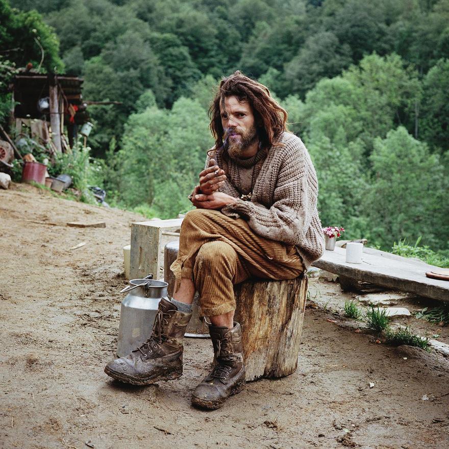 Mielőtt Vincent hátrahagyta volna az előző életét,  matematikus volt, most pedig asztalos és tapasztalt pásztor.