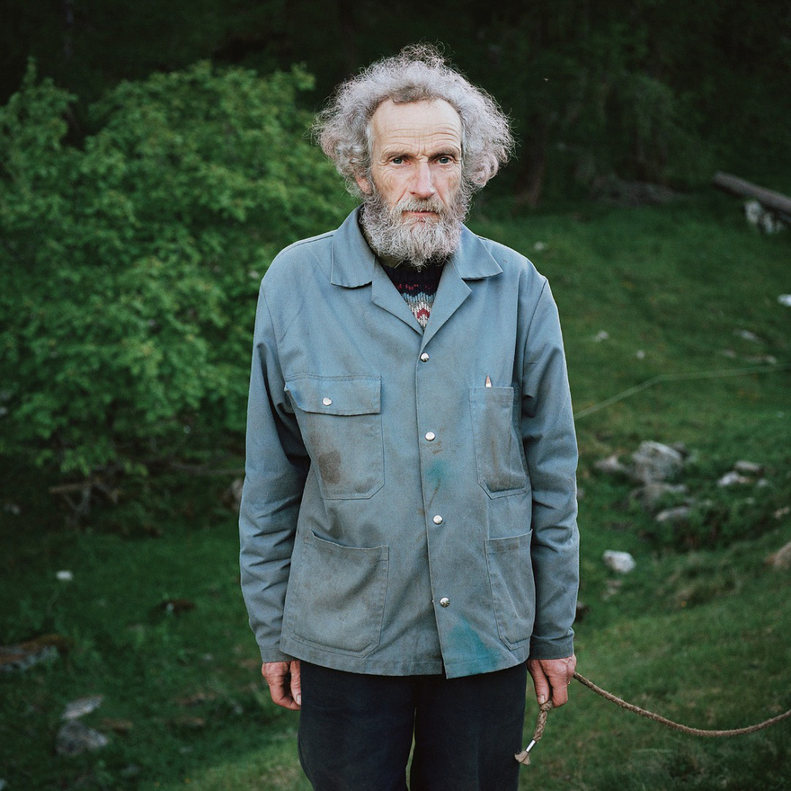 Christian mérnökként dolgozott, mielőtt egy kicsi faluba költözött Svájc olasz részén, ahol már 30 éve különleges módszerekkel nevel marhákat a felséségével, Sabine-nal. Sabine korábban irodalom és filozófia tanár volt.