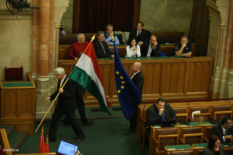 EU-s zászló: már fotózni is tilos