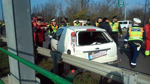 Hatalmas baleset a gyorsfogalmi csomópontjánál