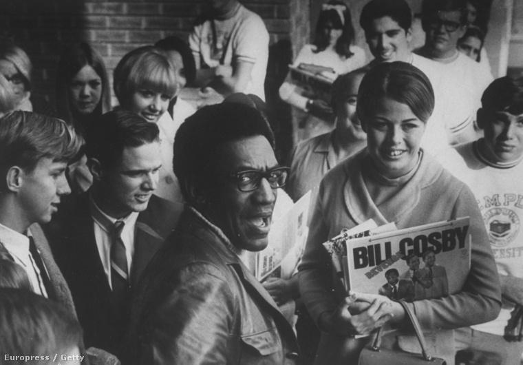 Bill Cosby rajongói között - a fotó egy 1968-as Life magazinban jelent meg