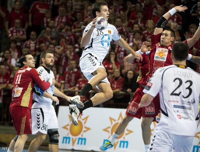A macedón Igor Karacic a labdával