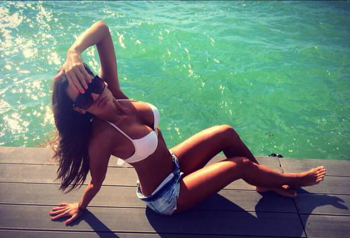 VV Kinga bikiniben