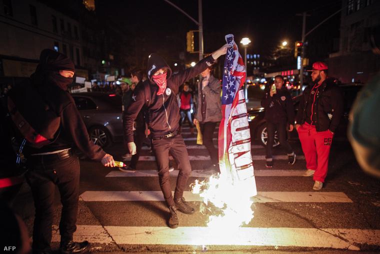 New Yorkban zászlót égettek