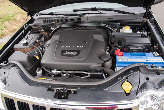 A Mercedes korabeli autóiból származó V6-os dízelmotor a 2006-os kiadásban 211 lóerős