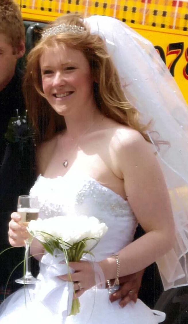 Az esküvőjén tökéletesen illett rá a a ruha.