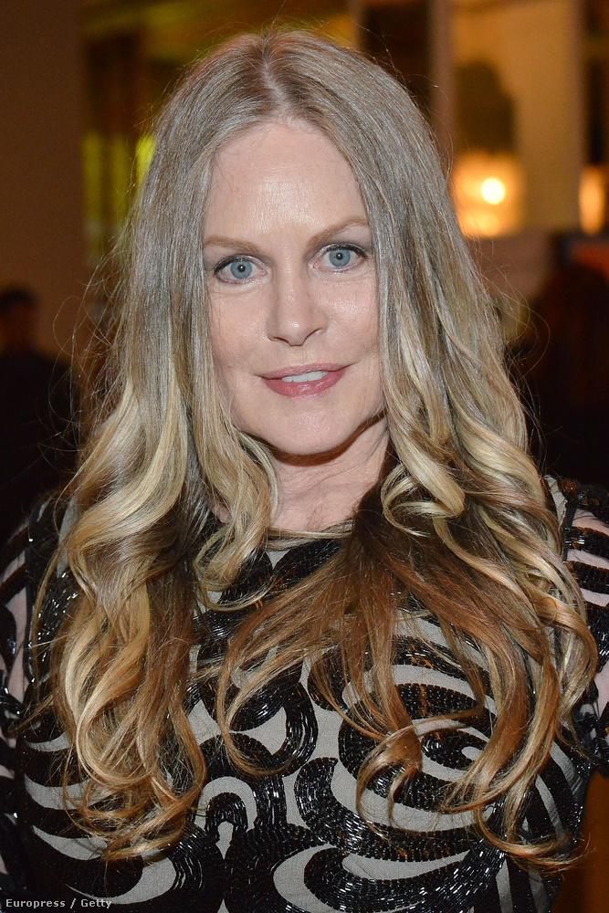 A színésznő sajnos nem bírt ellenállni a plasztikai sebészeknek, és brutálisan eltorzította az arcát