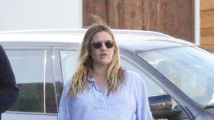 Drew Barrymore átszaladt az úton, megbüntették