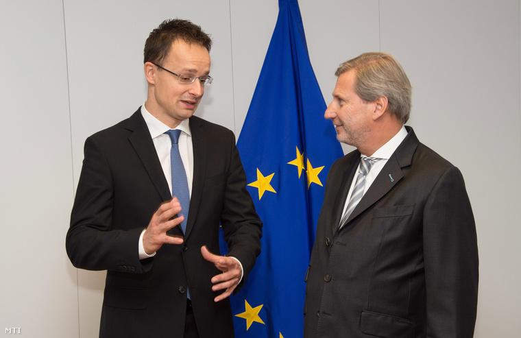 Szijjártó Péter külgazdasági és külügyminisztert fogadja Johannes Hahn, az Európai Bizottságnak az európai szomszédságpolitikáért és az EU-csatlakozási tárgyalásokért felelős tagja Brüsszelben 2014. november 18-án