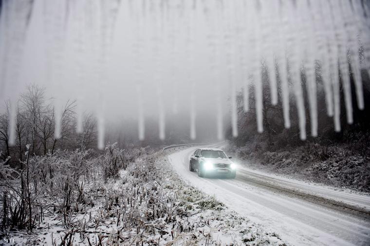 Salgótarjánban is jeges utak fogadták az autósokat.