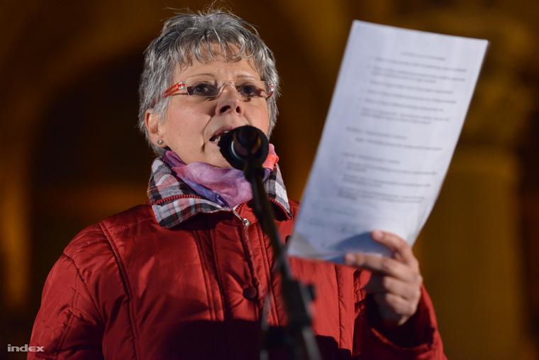 Nagy Emília beszéde a közfelháborodás napja címmel tartott tüntetésen