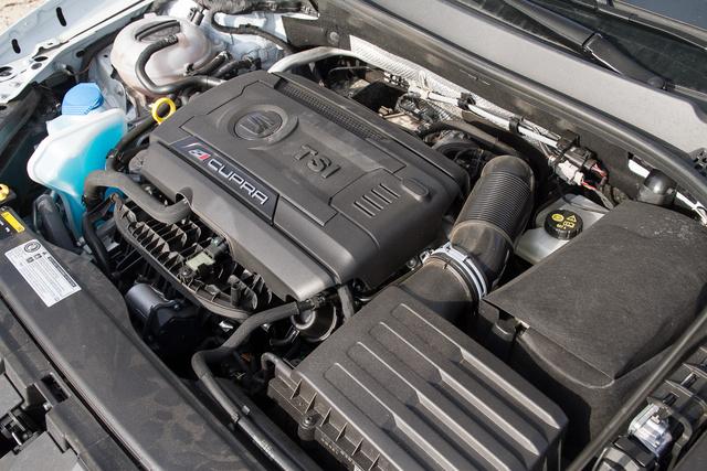 A motorra nem lehet panasz, teszi, amit tennie kell, de a váltó és a futómű nem nőtt fel hozzá