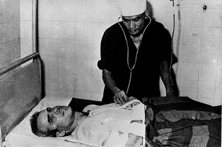 McCain 1968-ban katonai kórházban Hanoiban