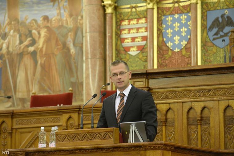Bódi Gábor, a Nemzeti Hírközlési és Informatikai Tanács elnöke beszédet mond a negyedik Információs Társadalom Parlamentje című konferencián az Országház Felsőházi termében 2014. június 26-án.