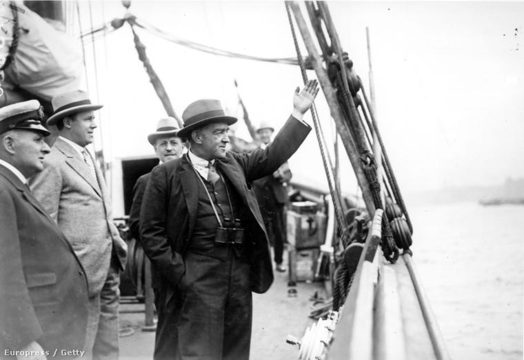 1921 szeptembere: Ernest Shackleton int, amikor elindul az antakrtiszi  Shackleton-Rault expedícióra.