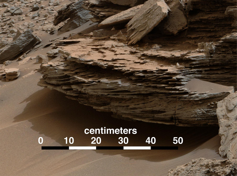 mars-curiosity-rover-water-loose-bed-layer-whale-rocks-pia19076-