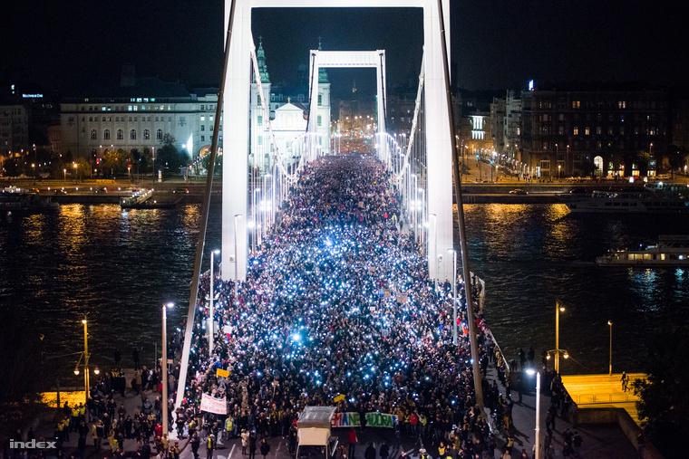 A második tüntetés az internetadó bevezetése ellen