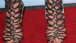 Felismeri a lábáról az énekesnőt?