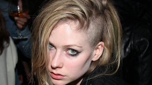 Avril Lavigne megbetegedett