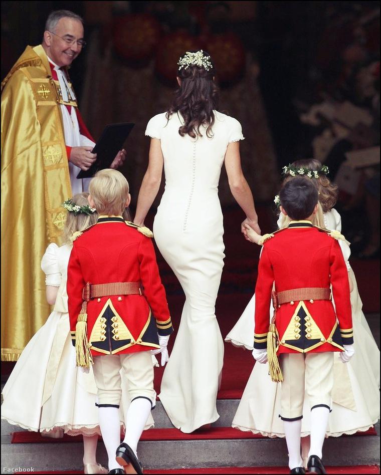 Ez itt Pippa Middleton hátulról.
