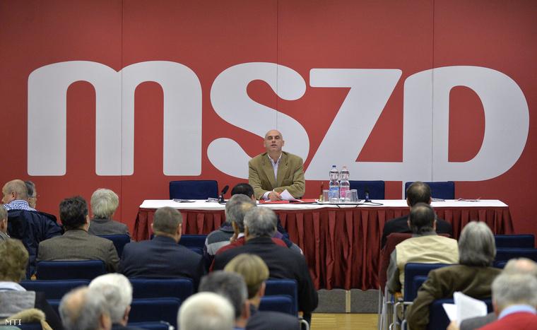 Tóbiás József a Magyar Szocialista Párt elnöke a párt választmányi ülésén Budapesten az MSZP Jókai utcai székházában 2014. december 6-án.