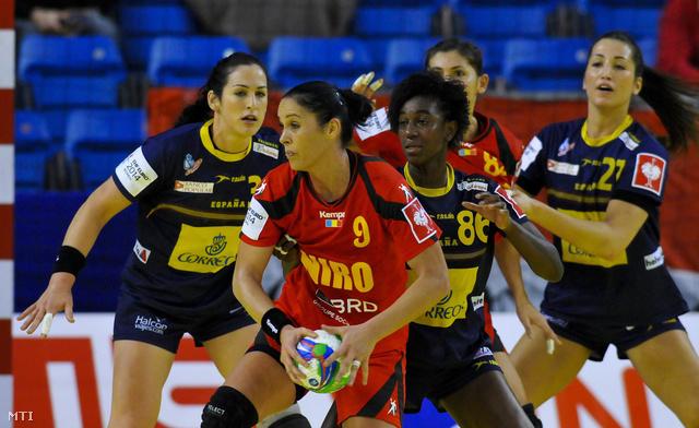 A spanyol Patricia Elorza (b) Alexandrina Cabral (b3) és Lara Gonzalez (j) valamint a román Aurelia Bradeanu (b2) és Florina Maria Chintoan (hátul)