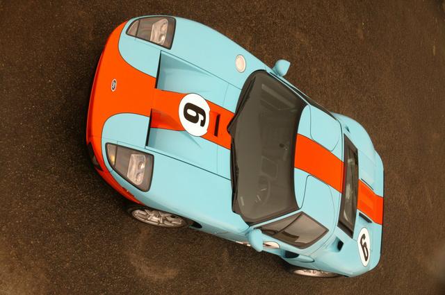 Ford GT 40 éves versenyfestéssel
