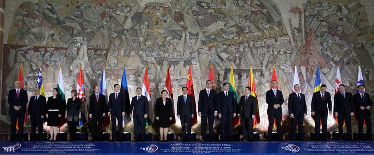 A kelet-közép-európai országok és Kína miniszterelnöki találkozójának résztvevői