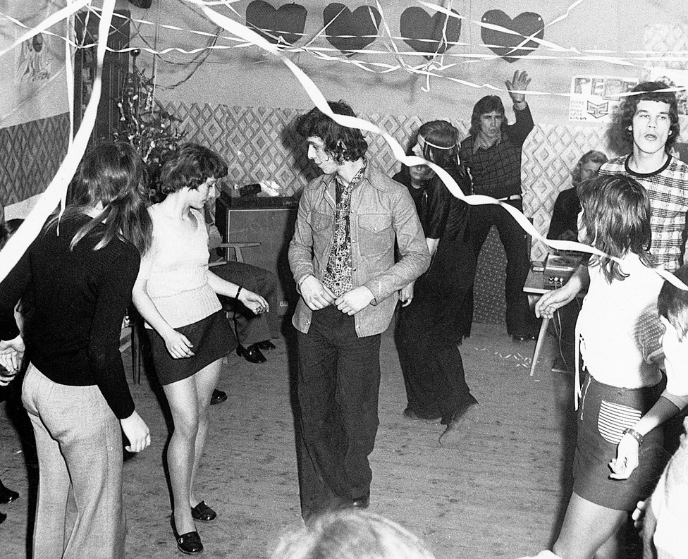 1973. ...vagy éppen egy vidéki művelődési házban.